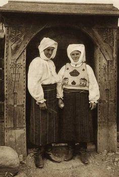 Romania Dragus,port-de-vara.jpg (429×640)