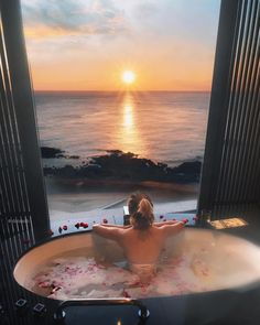 njoying the simple things in life ✨🌅🌅💫✨ like hot tub with a beautiful sunrise with . Hotel Bali, Hotel A Dubai, Jacuzzi, Location Airbnb, Mega Mansions, Destinations, Dream Bath, Love Is In The Air, Relaxing Bath