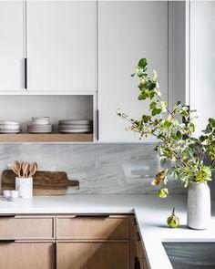 home interior design kitchen room Home Decor Kitchen, New Kitchen, Home Kitchens, Kitchen Ideas, Kitchen Layout, Remodeled Kitchens, Decorating Kitchen, Kitchen Wood, Kitchen White