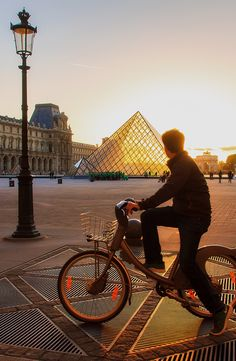 The lazy days of summer bring out the best in Paris—long days and languorous nights. Our insider's guide to the best of #Paris this summer makes it easy to plan your trip and summer like a Parisian. #france #summertravel