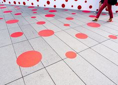 Red dots.  Somewhere Roppongi. In Tokyo.