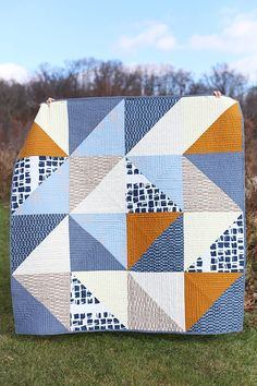 modern quilting designs Vast Quilt - Noodlehead, a large half-square triangle quilt. Pattern from Patchwork Essentials: The Half-Square Triangle by Jeni Baker. Triangle Quilt Pattern, Half Square Triangle Quilts, Square Quilt, Simple Quilt Pattern, Quilt Square Patterns, Block Patterns, Big Block Quilts, Quilt Blocks, Easy Quilts