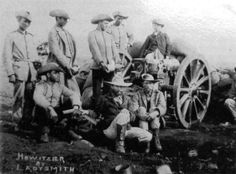 Artillerymen of the Staats Artillerie, outside of Ladysmith, which the Boers unsuccessfully laid siege to for just under 4 months, beginning on Nov. 2nd, 1899. The small, German trained Staats Artillerie, along with the ZARP (a state police force), made up the majority of the professional military of the Boer states, most of their strength coming from the citizen-soldiers who formed the famous Boer Commandos. (Doug McMaster Collection)