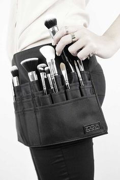 ZOEVA Brush Belt // professional makeup storage // https://www.zoeva-shop.de/en/makeup-brush-belt/a-8000345/