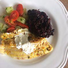"""257 curtidas, 2 comentários - Club Life Foods (@clublifefoods) no Instagram: """"Filé de peixe com molho de Keffir e limão siciliano + risoto de arroz negro e alho poró + chuchu…"""""""