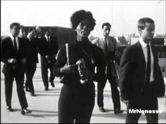 ▶ Dionne Warwick - Walk On By (1964) - CLIP SUR LE TOIT DE LA MAISON DE LA RADIO PARIS