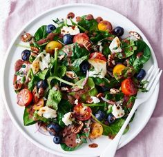 Goat's cheese and spinach salad with blueberry vinaigrette