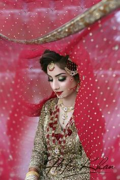 Pakistani Bridal Dresses 2018 - Latest Mehndi, Barat & Walima Dresses for Bride on Wedding Day - Conventional dressing for brides includes Gharara and Lehen Bridal Dresses 2017 Pakistani, Bridal Dresses 2018, Pakistani Bridal Makeup, Bridal Outfits, Wedding Dresses, Wedding Hijab Styles, Bridal Dupatta, Desi Wedding, Wedding Poses