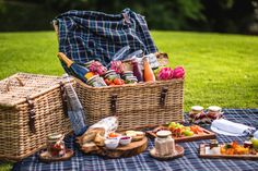 It's time to check out the best picnic spots in Cape Town. What makes all of these ones special is that they all supply ready-made picnic baskets with everything you need. You can just arrive, pick up your basket, and get snacking. Mediterranean Dip, Wine Jelly, V&a Waterfront, Garden Picnic, Sightseeing Bus, Tea Snacks, Picnic Spot, Romantic Picnics