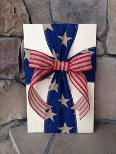 Rustic Americana Burlap Cross Wood Sign Wall Decor - use old red barn wood, no bow Patriotic Crafts, July Crafts, Summer Crafts, Holiday Crafts, Holiday Decor, Fourth Of July Decor, 4th Of July Decorations, July 4th, Craft Font