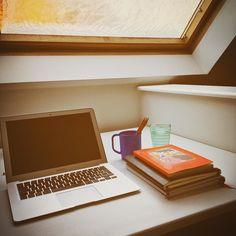 Workplace for the day #parentshouse #kidsatplay #momatwork #copywriting #blogging