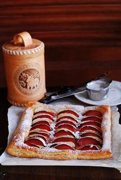 Halloween Recipes : Plum and apple tart on puff pastry