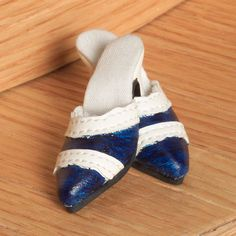 Tyler Wentworth Ready-To-Wear Boutique (2004) Blue & White Spectators $14.99