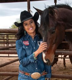 Wrangler endorsee and Navajo cowgirl Kassidy Dennison from New Mexico is making her first (WNFR) Wrangler National Finals Rodeo debut.   She is the first female Native American to qualify in the barrel race. Cowgirl And Horse, Cowboy And Cowgirl, Cowgirl Style, Cowboy Hats, Cowgirl Boots, Barrel Racing Outfits, Barrel Racing Horses, Hot Country Girls, Country Women