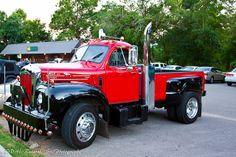 old pickup trucks Old Mack Trucks, Old Pickup Trucks, Big Rig Trucks, Mini Trucks, New Trucks, Custom Trucks, Cool Trucks, Antique Trucks, Vintage Trucks