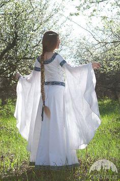 DISCOUNTED Medieval Fantasy Wedding Dress White Swan por armstreet
