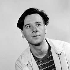 Scottish singer Jim Kerr lead singer with the band Simple Minds in Manchester circa 1981 Jim Kerr, Scottish Bands, Simple Minds, New Romantics, Post Punk, Paul Mccartney, Trance, Cool Bands