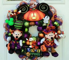 Disney Halloween Wreath Mickey Mouse and Minnie Mouse halloween wreaths, wreath mickey