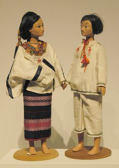 Wedding Couple Dolls from coastal Mixtec community of Pinotepa Nacional, Oaxaca Mexico. Zuno de Echeverria doll collection