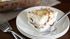 A family fun recipe for fried ice cream that's easy to make and yummy to make with no real frying thanks to Cinnamon Toast Crunch cereal. Layered Desserts, Köstliche Desserts, Delicious Desserts, Dessert Recipes, Yummy Food, Yummy Treats, Sweet Treats, Cinnamon Recipes, Cinnamon Desserts