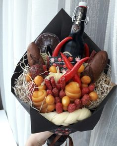 Man Bouquet, Food Bouquet, Gift Bouquet, Edible Bouquets, Fruit And Veg, Food Gifts, Food Design, Food And Drink, Homemade