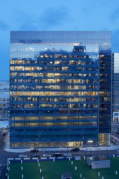 17-story build-to-suit tower at 100 Northern Ave in Boston's Seaport District. BH+A designed 370,000 sf of new offices and support space on 11½ floors.