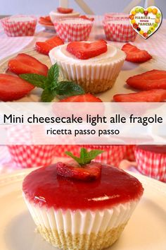 Strawberry mini cheesecake - Pastry World Mini Desserts, Vegan Desserts, Cheese Cake Light, Light Cheesecake, Vegan Cafe, Vegan Thanksgiving, Vegan Kitchen, Mini Cheesecakes, Mini Muffins