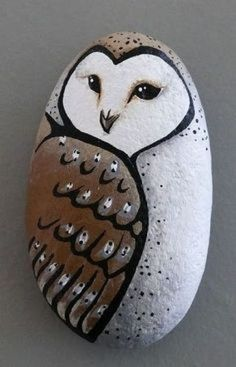 owl - stone art Oooh, I don't know if I should put this under Owls, or Things I Will Make! Pebble Painting, Pebble Art, Stone Painting, Diy Painting, Painting Flowers, Painting Lessons, Rock Art Painting, Painted Rock Animals, Hand Painted Rocks