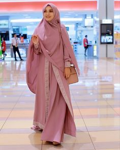 Choosing best hijab with abaya is so necessary for getting polished enhance. Hijab style, coloring a Muslim Women Fashion, Islamic Fashion, Womens Fashion, Abaya Fashion, Modest Fashion, Fashion Outfits, Casual Hijab Outfit, Hijab Chic, Moslem Fashion