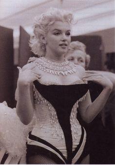 "Marilyn Monroe photographed by Milton Greene, 1955 ★¸.✿¸.•°*""˜ƸӜƷ˜""*°•.•.¸ღ¸☆´ ¸.✿´´¯`•.¸¸. ི♥ྀ."