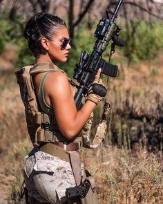 Military Girls Wallpaper - Women in the Military Photo - Girls and Guns - Tactical Girls - girls and guns - Women in Uniform Female Marines, Female Soldier, Airsoft Girls, Mädchen In Uniform, Surplus Militaire, Military Women, Military Female, Women Police, Warrior Girl