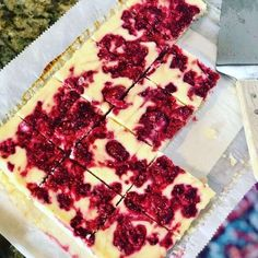 Low carb and keto friendly desserts from The Kellie Kitchen. Just a small sweet treat done the keto way can help you on your health and weight loss journey. Raspberry Cheesecake Bars, Cheesecake Cups, Low Carb Cheesecake, Raspberry Cake, Cheesecake Recipes, Low Carb High Fat, Low Carb Keto, Low Carb Recipes, Raspberry Recipes Low Carb