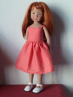 Voici les explications de cette petite robe à bretelles. Le patron(N°14) est fait pour les Chéries de Corolle ou les Little Darling de...