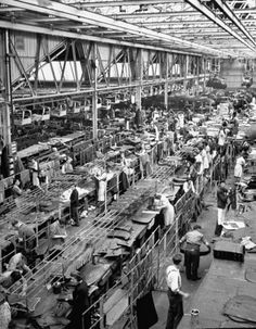 Vintage Cars Austin Cars factory 1947 - Austin workers upholstery for cars Old Pictures, Old Photos, Made In Dagenham, Austin Cars, Birmingham England, Learning To Drive, Assembly Line, West Midlands, Interesting History