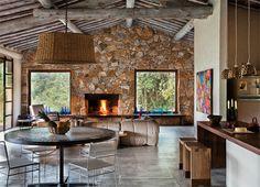 Cabana em Tiradentes feita de pedra e madeira da região
