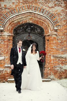 I've always liked warmer weather weddings...but there's something intriguing about snow...