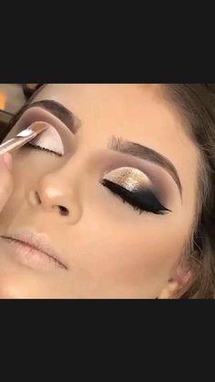 Smoke Eye Makeup, Eye Makeup Steps, Eye Makeup Art, Eyebrow Makeup, Skin Makeup, Eyeshadow Makeup, Egyptian Eye Makeup, Intense Eye Makeup, Cleopatra Makeup