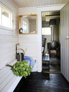 The family of designer Sebastian Jansson had not intended to buy a summer cottage at all. Then a plot practically made for them was put on sale in a familiar location. Scandinavian Saunas, Scandinavian Cottage, Swedish Cottage, Old Cottage, Scandinavian Interiors, Summer House Interiors, Cottage Interiors, Tiny Loft, Summer Cabins