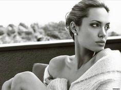 Women We Love in Their Beautiful in Black and White - MyThirtySpot Angelina Jolie Celebrities Christina Ricci, Vivienne Marcheline Jolie Pitt, Most Beautiful Women, Beautiful People, Beautiful Beautiful, Naturally Beautiful, Absolutely Stunning, Beautiful Images, Mario Testino