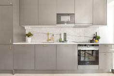 〚 Delicious apartment in Sweden sqm) 〛 ◾ Photos ◾Ideas◾ Design Flat Interior, Kitchen Interior, Interior Design, Open Plan Kitchen Living Room, Studio Kitchen, Scandinavian Kitchen, Scandinavian Design, Contemporary Kitchen Design, Kitchen Stools