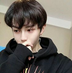 Image shared by ˙₊˙៹𝗣𝗢₊𝗖𝗞𝗬˙‧ ˚༉. Find images and videos about boy, aesthetic and ulzzang on We Heart It - the app to get lost in what you love. Cute Asian Guys, Cute Korean Boys, Asian Boys, Cute Guys, Asian Girl, Korean Boys Ulzzang, Ulzzang Boy, Korean Girl, Beautiful Boys