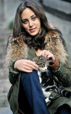 Öykü Karayel Öykü = story Do you think it might be connected with Japanese word for poetry Haiku? Turkish Women Beautiful, Turkish Beauty, Hijab Fashionista, Cat People, Turkish Actors, Actor Model, Celebs, Celebrities, Pretty Woman