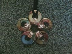 Tutorial on ~~ Multi-Colored Flower Washer Necklace. LOVE THE FLOWER IDEA~