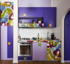 Cucina con piano di lavoro in stampa digitale karim Rashid: Cucina in stile in stile Moderno di Diciassette Tredici