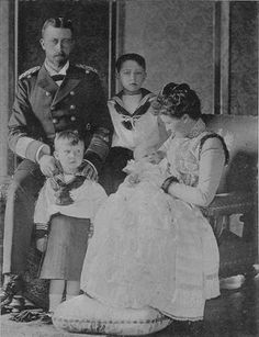 Crowns, Tiaras, & Coronets: Princess Irene of Hesse and by Rhine, Princess of Prussia Adele, Victoria Family Tree, Charlize Theron Style, German Royal Family, Queen Victoria Children, Tennis Pictures, Reine Victoria, Hesse, Cultura General
