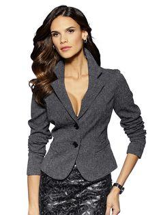Blazer allover aus Tweed mit schönem Reverskragen. Fgurbetonte Form, Länge in Gr. 38 ca. 54 cm. 52% Polyester, 47% Viskose, 1% Elastan, Futter 100% Polyester, Reinigung...