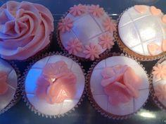 Cupcakes wit met roze!