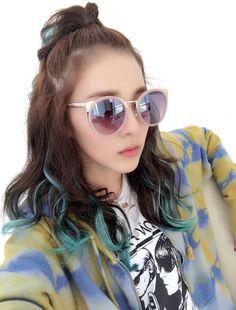 Dara 2NE1 blue hair ends