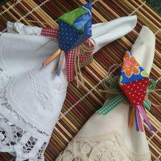 Porta Guardanapo Balão de São João, para deixar sua mesa de Festa Junina única e linda. A cada de 15 unidades a mais, acrescentar 5 dias no tempo para entrega. Material Fibra natural, celulose e tecido.