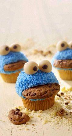 クッキーモンスターのカップケーキ♡ お口にクッキーが♪ かわいすぎ♡